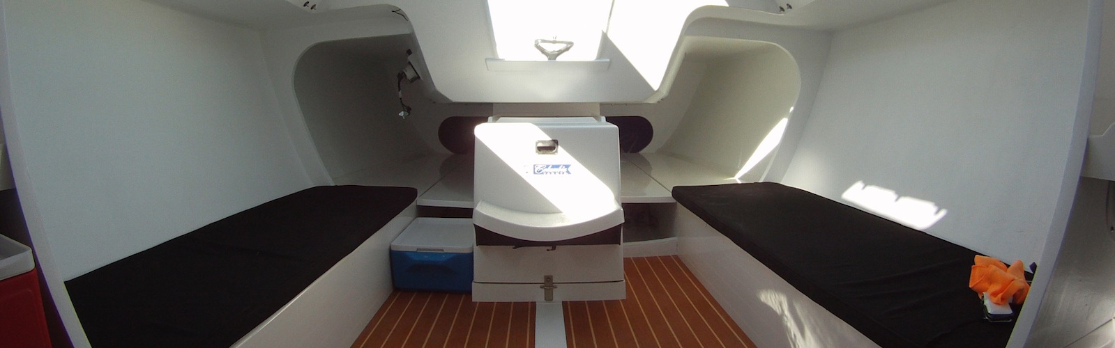 Columbia carbon 32 interior columbia yachts for Columbia flooring jobs